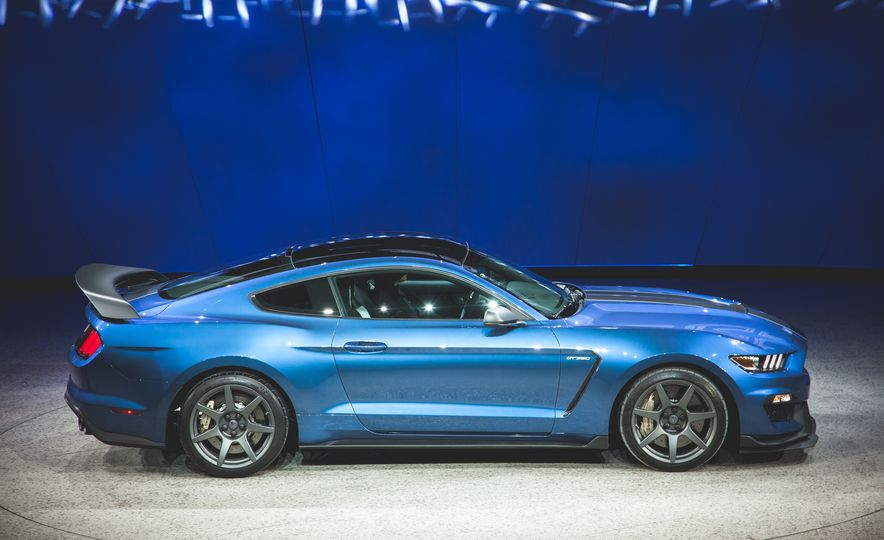 2016 Ford Mustang Shelby GT350R - Slide 22