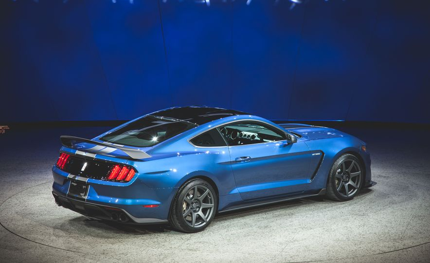 2016 Ford Mustang Shelby GT350R - Slide 23
