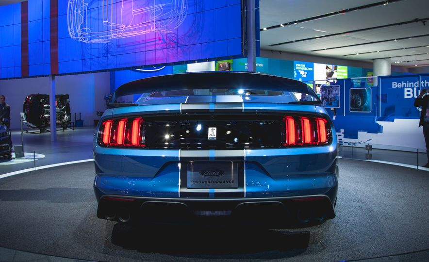 2016 Ford Mustang Shelby GT350R - Slide 6