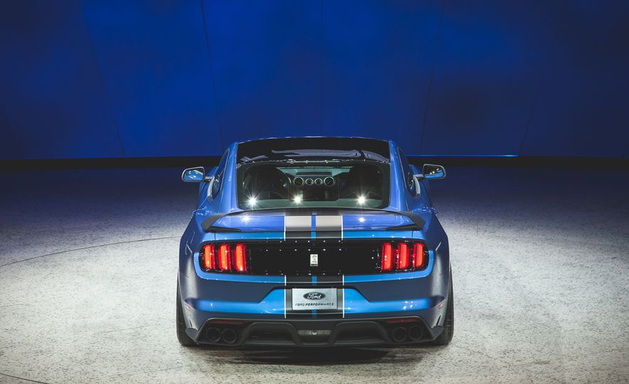 2016 Ford Mustang Shelby GT350R - Slide 24