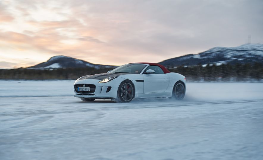 2016 Jaguar F-type roadster AWD (Euro-spec) - Slide 1