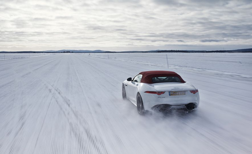 2016 Jaguar F-type roadster AWD (Euro-spec) - Slide 2