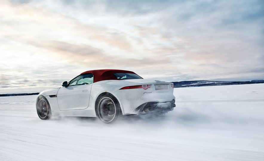 2016 Jaguar F-type roadster AWD (Euro-spec) - Slide 3
