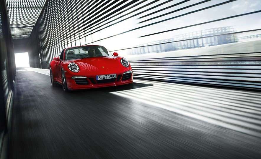 2016 Porsche 911 Targa 4 GTS - Slide 9