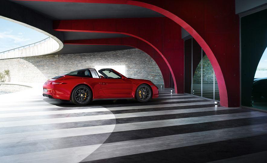 2016 Porsche 911 Targa 4 GTS - Slide 16