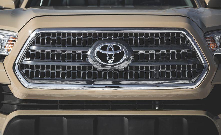 2016 Toyota Tacoma Crew Cab TRD Off Road 4x4 - Slide 13