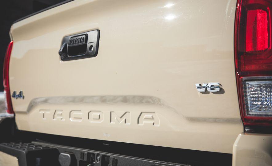2016 Toyota Tacoma Crew Cab TRD Off Road 4x4 - Slide 15