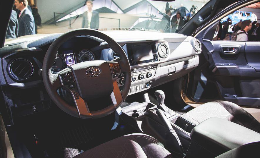 2016 Toyota Tacoma Crew Cab TRD Off Road 4x4 - Slide 4