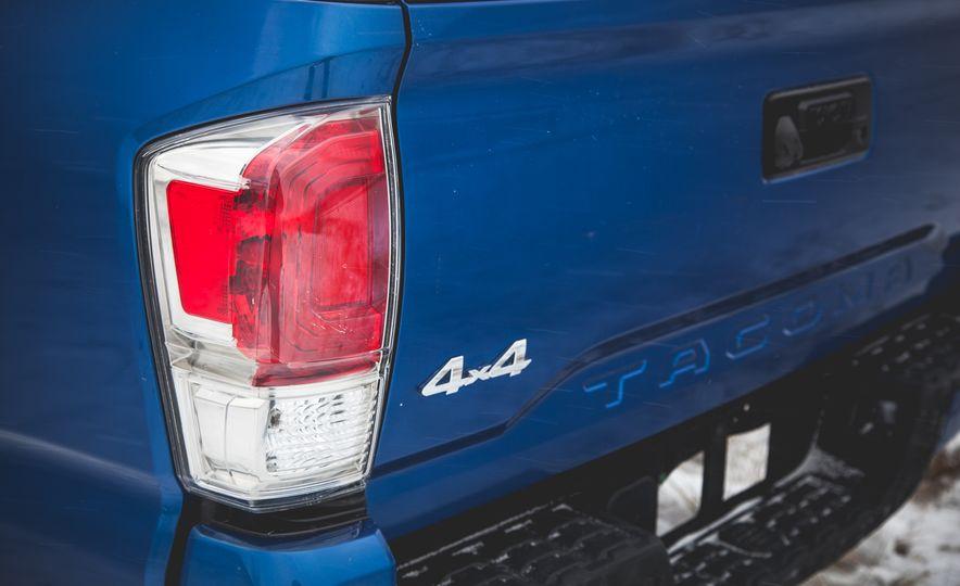 2016 Toyota Tacoma Double Cab 4x4 - Slide 10