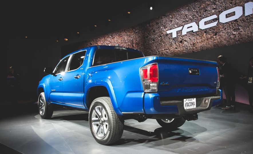 2016 Toyota Tacoma Crew Cab TRD Off Road 4x4 - Slide 6
