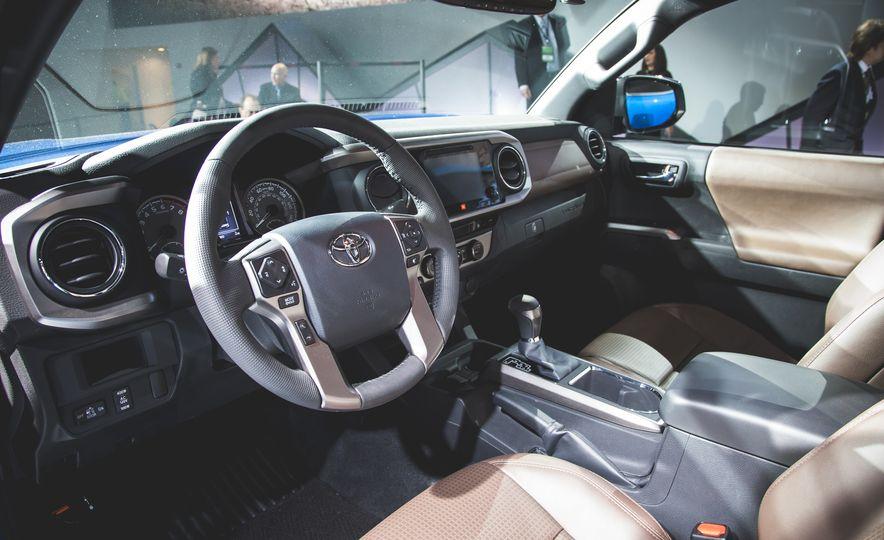 2016 Toyota Tacoma Crew Cab TRD Off Road 4x4 - Slide 8