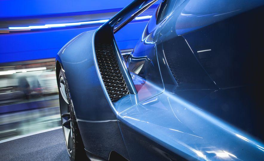 2017 Ford GT - Slide 14
