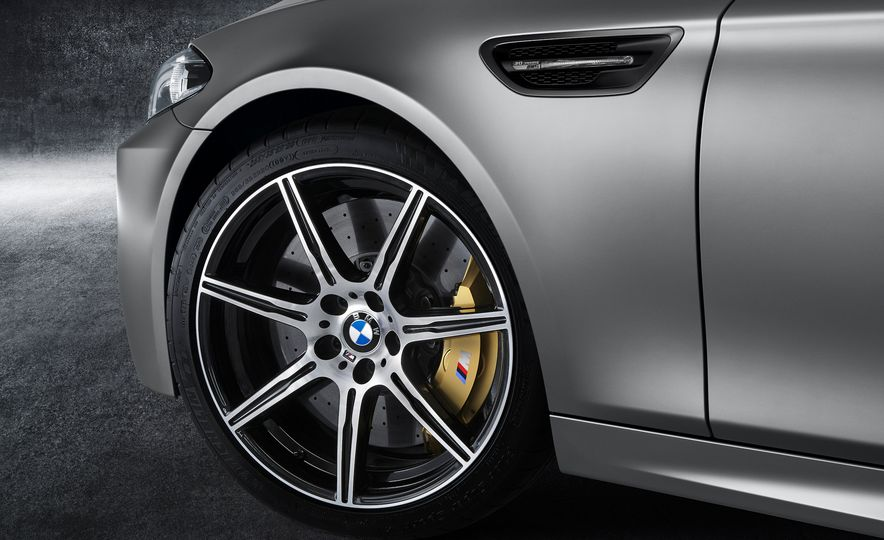 2017 BMW M5 xDrive (spy photo) - Slide 11