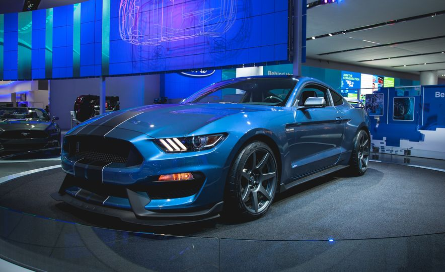 R'nt you curious about the Mustang Shelby GT350R? - Slide 1