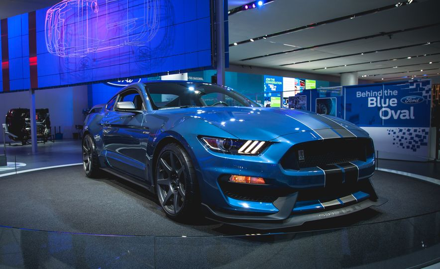 R'nt you curious about the Mustang Shelby GT350R? - Slide 2
