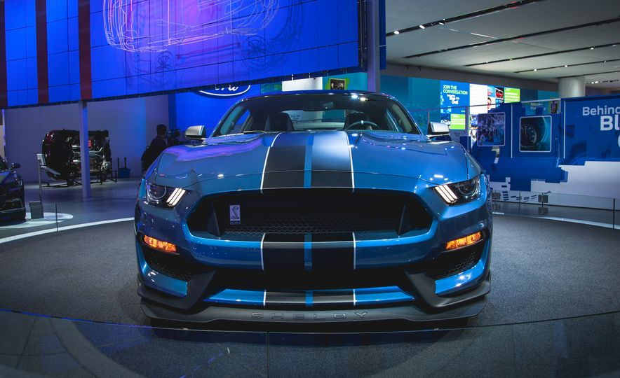 R'nt you curious about the Mustang Shelby GT350R? - Slide 3