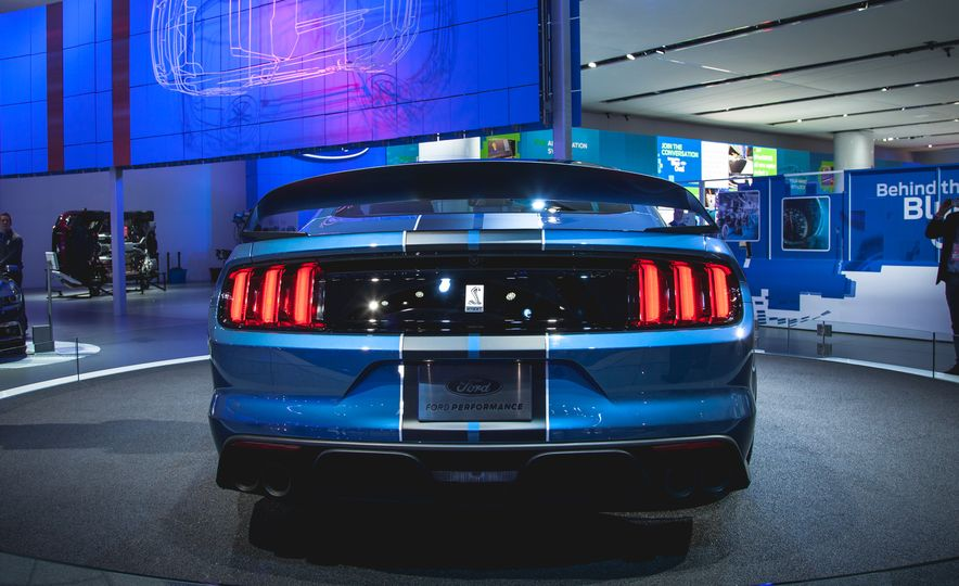 R'nt you curious about the Mustang Shelby GT350R? - Slide 6