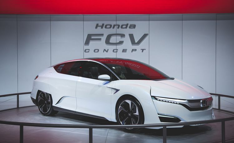 Honda FCV Fuel-Cell Concept: It Looks as Futuristic as the Tech that Makes It Go – Auto Shows
