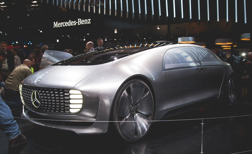 Mercedes-Benz F 015 Luxury in Motion concept - Slide 1