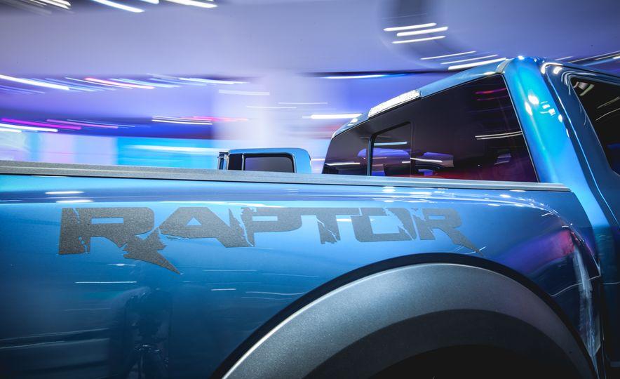 2017 Ford F-150 Raptor - Slide 4