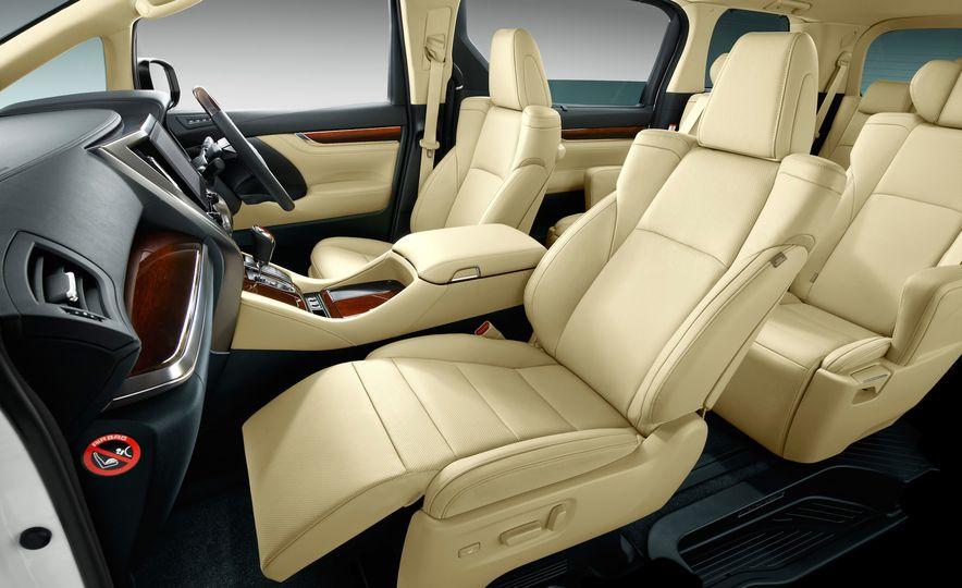 Toyota Alphard Executive Lounge hybrids (JDM-spec) - Slide 24