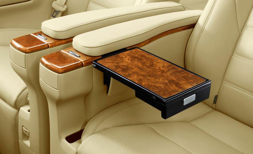 Toyota Alphard Executive Lounge hybrids (JDM-spec) - Slide 23