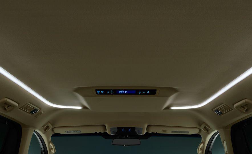 Toyota Alphard Executive Lounge hybrids (JDM-spec) - Slide 22
