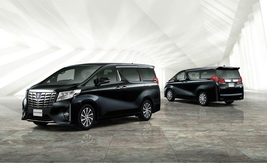 Toyota Alphard Executive Lounge hybrids (JDM-spec) - Slide 1