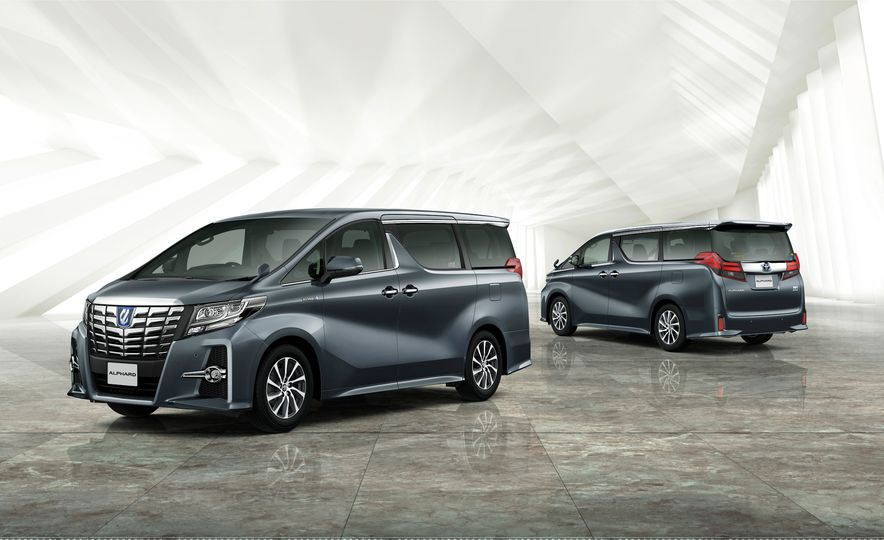 Toyota Alphard Executive Lounge hybrids (JDM-spec) - Slide 2