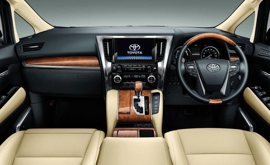 Toyota Alphard Executive Lounge hybrids (JDM-spec) - Slide 9