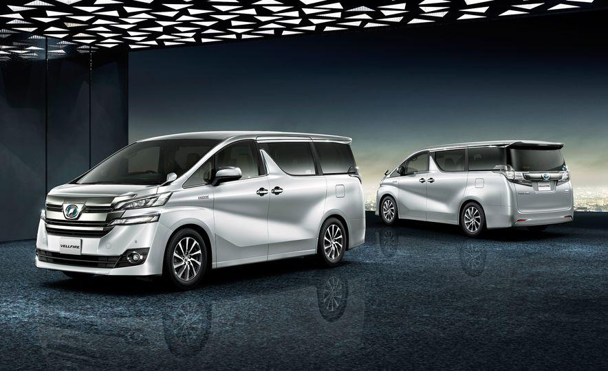Toyota Alphard Executive Lounge hybrids (JDM-spec) - Slide 11