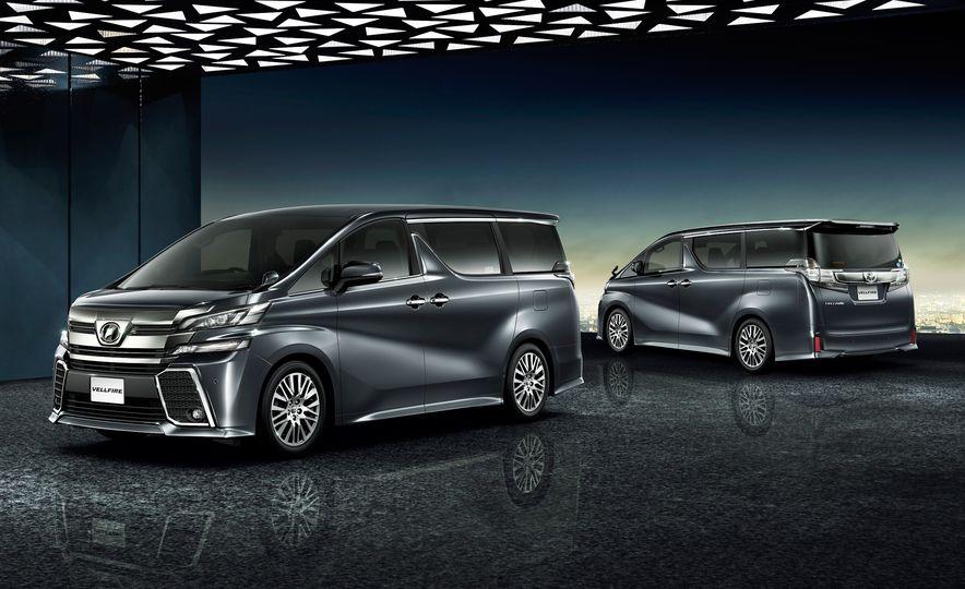 Toyota Alphard Executive Lounge hybrids (JDM-spec) - Slide 13
