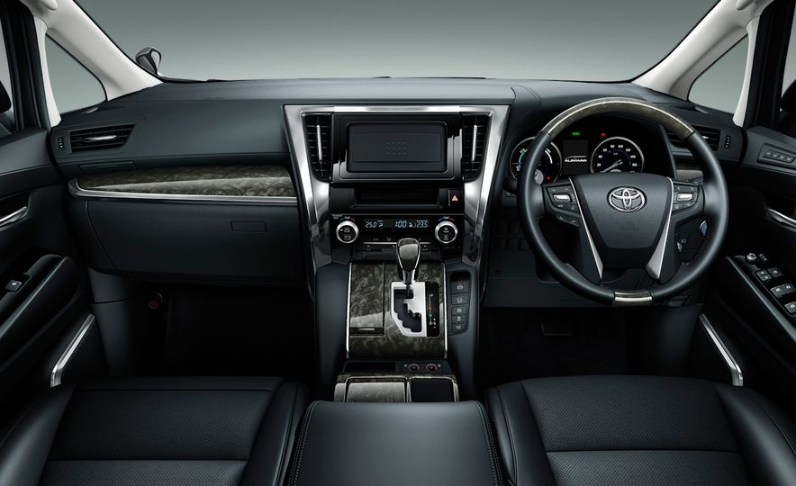 Toyota Alphard Executive Lounge hybrids (JDM-spec) - Slide 18