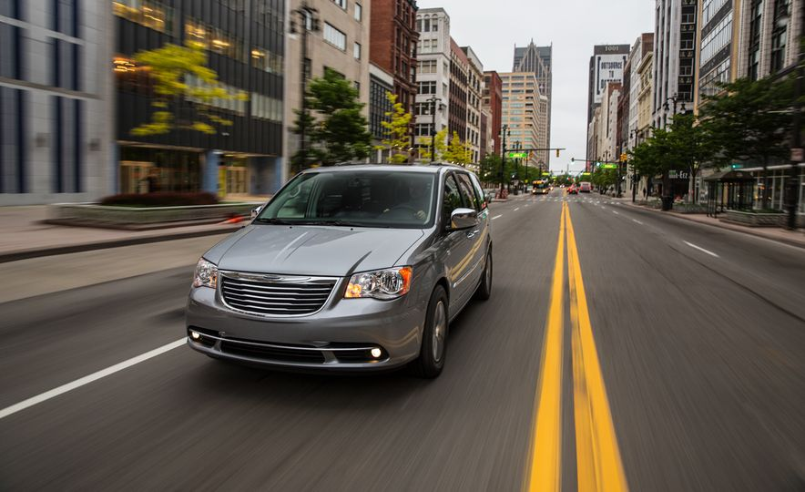 2014 Chrysler Town & Country 30th Anniversary Edition - Slide 4