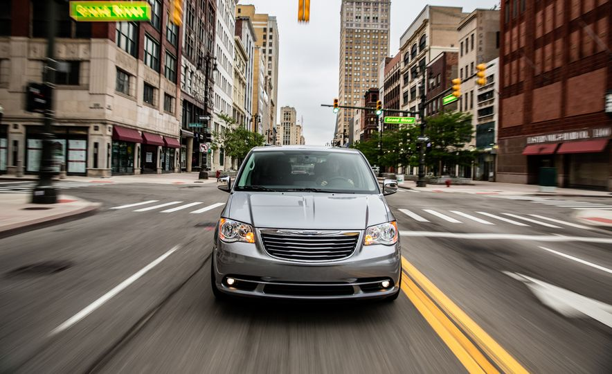 2014 Chrysler Town & Country 30th Anniversary Edition - Slide 5