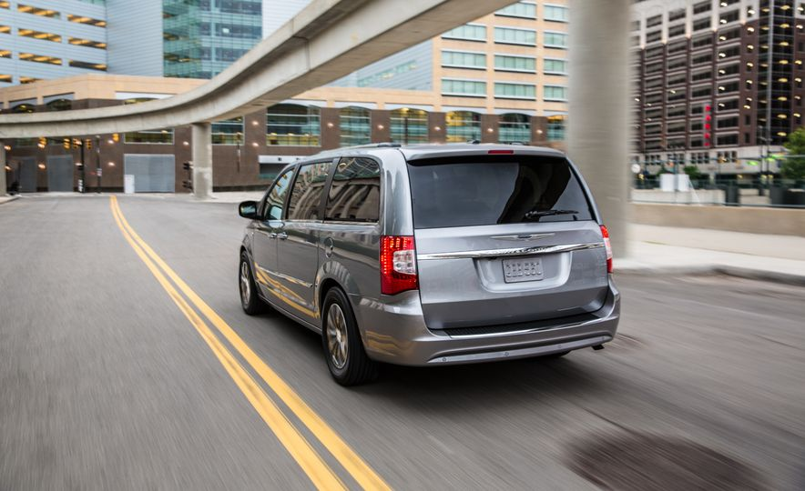 2014 Chrysler Town & Country 30th Anniversary Edition - Slide 7