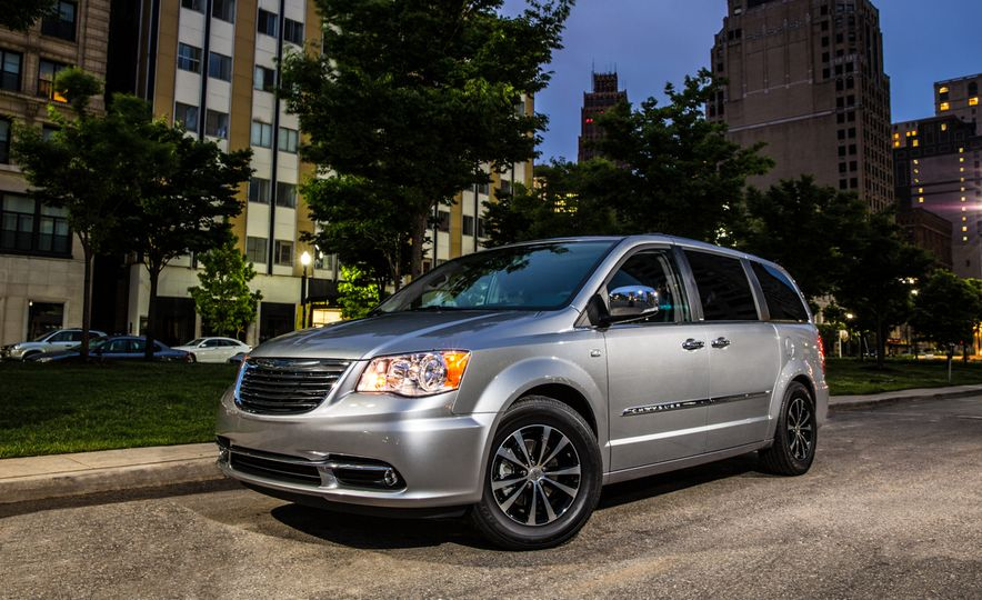 2014 Chrysler Town & Country 30th Anniversary Edition - Slide 8