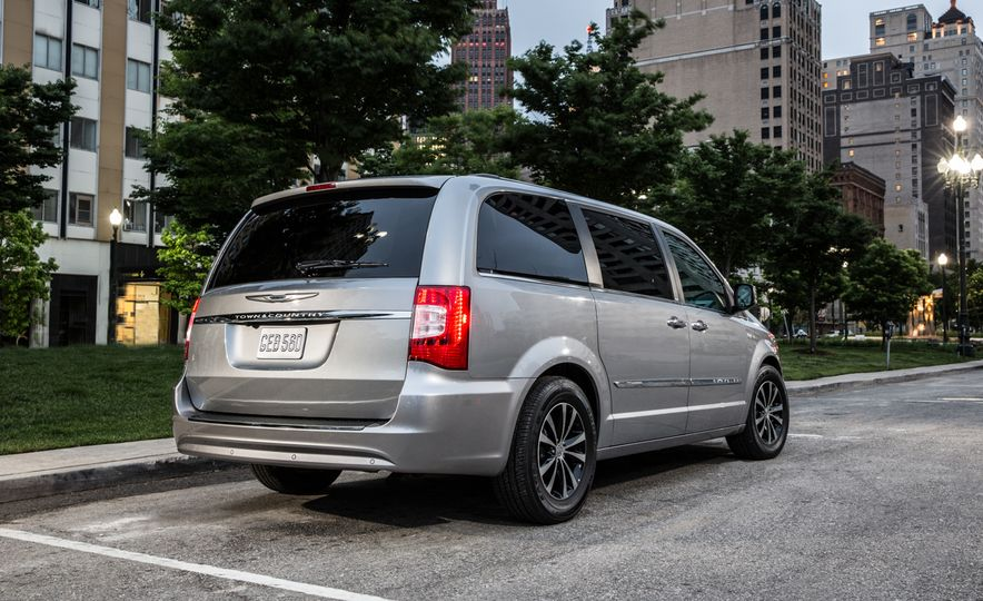 2014 Chrysler Town & Country 30th Anniversary Edition - Slide 9