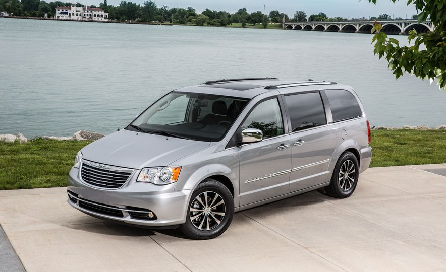 2014 Chrysler Town & Country 30th Anniversary Edition - Slide 10