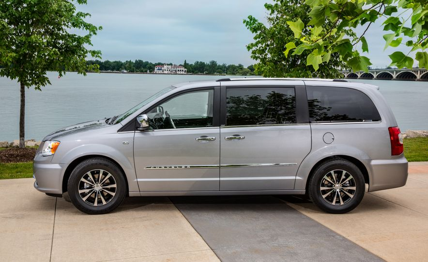 2014 Chrysler Town & Country 30th Anniversary Edition - Slide 11