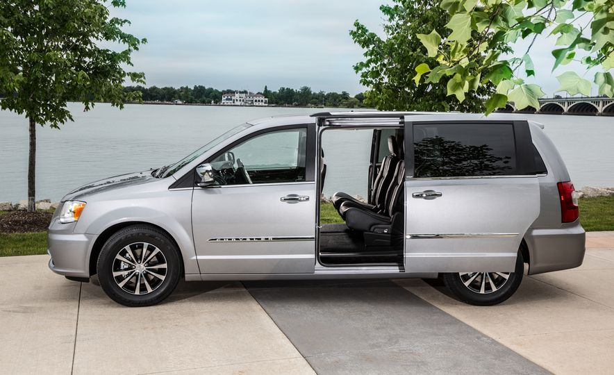 2014 Chrysler Town & Country 30th Anniversary Edition - Slide 12
