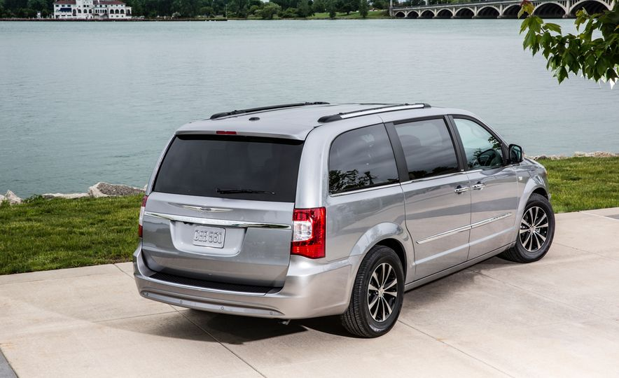 2014 Chrysler Town & Country 30th Anniversary Edition - Slide 13