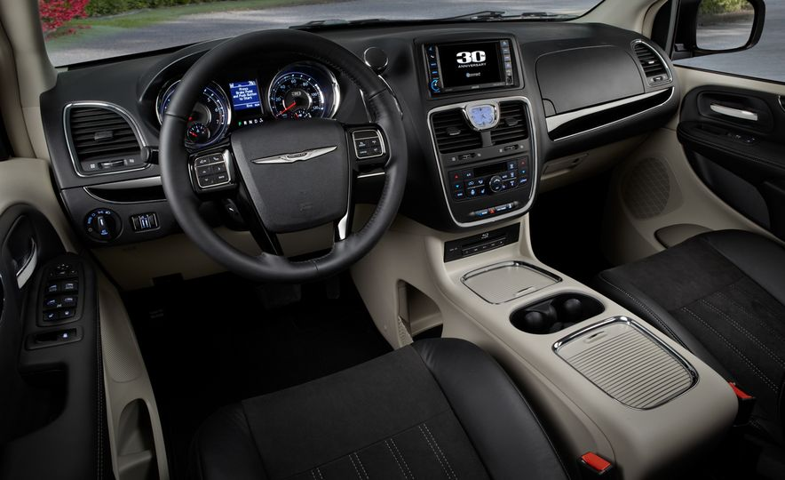 2014 Chrysler Town & Country 30th Anniversary Edition - Slide 14