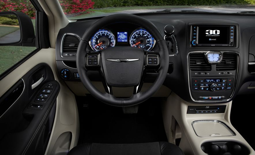 2014 Chrysler Town & Country 30th Anniversary Edition - Slide 15