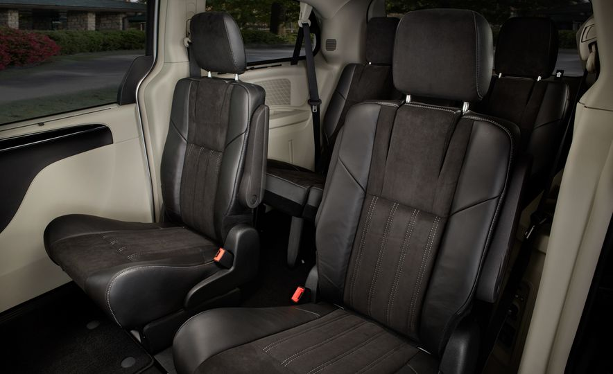2014 Chrysler Town & Country 30th Anniversary Edition - Slide 16