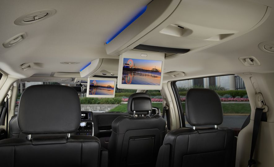 2014 Chrysler Town & Country 30th Anniversary Edition - Slide 18