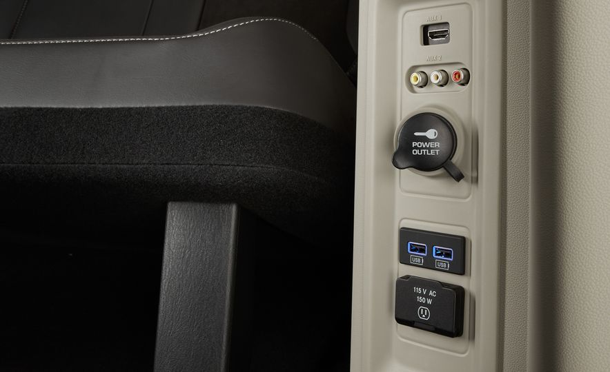 2014 Chrysler Town & Country 30th Anniversary Edition - Slide 19