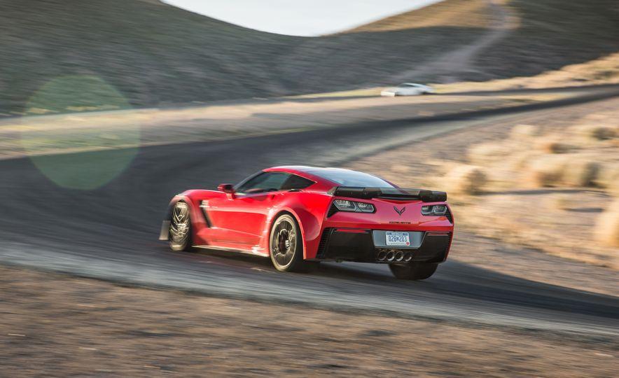 2014 Porsche 911 Turbo S, 2015 Nissan GT-R NISMO, and 2015 Chevrolet Corvette Z06 - Slide 63