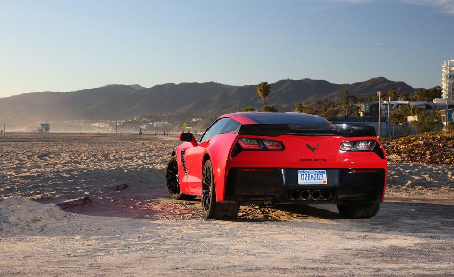 2014 Porsche 911 Turbo S, 2015 Nissan GT-R NISMO, and 2015 Chevrolet Corvette Z06 - Slide 66