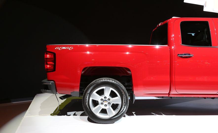 2015 Chevrolet Silverado 1500 Custom Edition - Slide 11